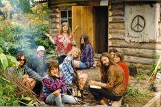 En 1969 existían numerosas comunas en las que los hippies intentaban comulgar con la naturaleza y proponían un estilo de vida fuera del sistema