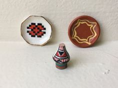 "Dollhouse Miniature Southwestern Decorative Plates. 1"" Scale  (JSJ)"