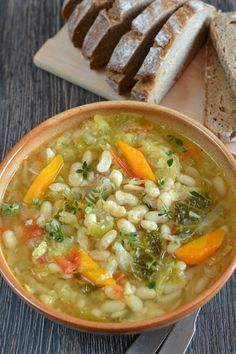 Ribollita (toszkán zöldségleves) - Kifőztük, online gasztromagazin Easy Healthy Recipes, Vegan Recipes, Easy Meals, Cooking Recipes, Hungarian Recipes, Tasty Kitchen, Soups And Stews, No Cook Meals, Soup Recipes
