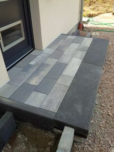 Bild Bild The post Bild appeared first on Ikea ideen. Paving Stones, Entrance, Garden Design, Home, Front Garden, Outdoor Living, Front Door, Front Yard, Front Door Steps