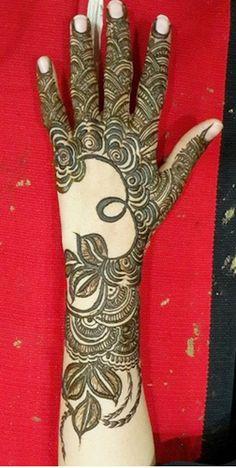 recently published new article about latest fashion trend listed on Mehendi Designs From UAE Mehandi Henna, Jagua Henna, Henna Art, Mehendi, Pretty Henna Designs, Arabic Mehndi Designs, Gold Henna, White Henna, Mahndi Design