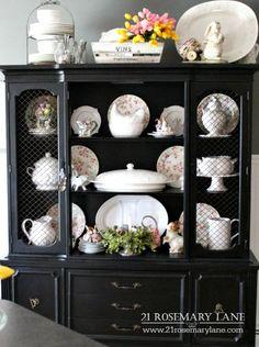 Remodelando la Casa: Timeless Black, White and Gold in Home Decor