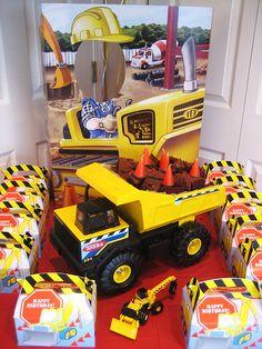 Dump Truck Cake by Kid's Birthday Parties, via Flickr
