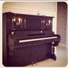 This reminds me of the piano I took lessons on.