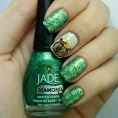 Happy St. Patrick's day! Argh! This picture looks SOOO green! But whatever, stuff's supposed to be green today. I did the pot of gold #freehand! I'm kinda proud of myself. The shamrock's on my thumb. Pic coming soon♣♣♣♣♣ @bundlemonster @esmaltejade  #clairestelle8mar #stpatricksday #potofgold #nailart #stamping #bundlemonster #stpaddysday #celtic #instanails #nailstagram #thosenailstho #nails2inspire #nails #nailartaddict #nailsofinstagram #clearstamperadventures