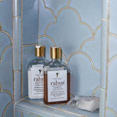 Miranda Kerr Gave Allure an Exclusive Tour of Her Lavish Bathroom - Rahua Voluminous Shampoo & Conditioner spotted! Modern Bathroom Design, Bathroom Interior Design, Minimal Bathroom, Bath Design, Bathroom Designs, Tile Design, Bathroom Renovations, Bathroom Ideas, Bathroom Organization