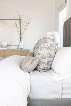 Bedroom Photos, Home Bedroom, Bedroom Decor, Master Bedrooms, Airy Bedroom, Bedding Master Bedroom, Design Bedroom, Bedroom Ideas, Wall Decor