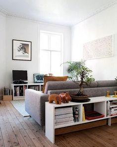 Det finns många sätt att inreda ditt vardagsrum. Genom att hitta rätt plats för soffan gör du rummet mer tillgängligt och inbjudande. Här är de bästa tipsen på hur du ska placera din soffa.
