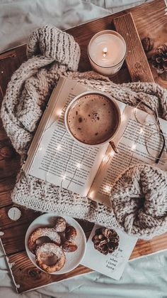 Wallpaper Natal, Book Wallpaper, Fall Wallpaper, Christmas Wallpaper, Wallpaper Ideas, Wallpaper Desktop, Halloween Wallpaper, Coffee Wallpaper Iphone, Christmas Aesthetic Wallpaper