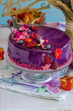 Daca ar fi sa ma intrebati cand au trecut 10 ani din casatoria mea, nici eu nu as sti sa va spun cand. Stiu doar ca au fost 10 ani minunati presarati cu muuulta iubire, extrem de multe clipe frumoase, dar si momente grele in care am fost unul alaturi de celalalt. Am realizat … Fancy Desserts, Vegan Desserts, Cake Recipes, Dessert Recipes, Torte Cake, Romanian Food, Beautiful Desserts, Vegan Thanksgiving, Vegan Kitchen