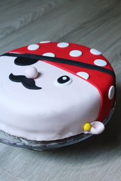 """Here is the recipe of the vanilla chocolate checkered cake, covered with """"pirate"""" themed sugar paste for the birthday of a little boy. Pirate Birthday, Birthday Cake, Checkered Cake, Sugar Cake, Cake Cover, Occasion Cakes, Fancy Cakes, Cake Designs, Icing"""