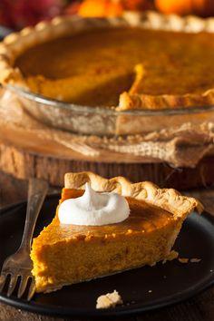 How to Make Pumpkin Pie from Scratch - Lee Valley Tools Healthy Pumpkin Pies, Homemade Pumpkin Puree, Homemade Pie Crusts, Pumpkin Pie Recipes, Canned Pumpkin, Homemade Food, Pumpkin Pie From Scratch, How To Make Pumpkin, Pie Dessert