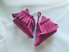 Pink fringe moccasins/ pink moccasins/ leather moccasins/ pink leather mocasins/ baby moccasins/ baby girl shoes