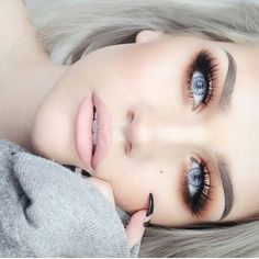 """Absolutely stunning MUA: @ssssamanthaa from #Vancouver, #Canada . . #highlight #contour #lotd #eotd #ootd#motd#makeup #makeupartist #mua…"""