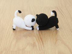 Free Playing Cats Crochet Amigurumi Pattern - Little Bear Crochets Gato Crochet, Crochet Unicorn, Knit Or Crochet, Crochet Crafts, Double Crochet, Crochet Baby, Crochet Projects, Crochet Giraffe Pattern, Crochet Animal Patterns