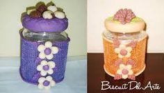 Resultado de imagem para vidros decorados com biscuit de abelha