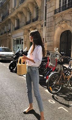 <br> How to nail the look of ultra chic Parisian Leia Sfez -- street style starlet! Outfit Chic, Casual Chic Outfits, Chic Summer Outfits, Casual Chic Summer, Winter Chic, Outfit Work, Casual Chic Style, Winter Outfits, French Women Style