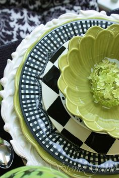 Love the mix of colors and textures in this green, black & white table setting
