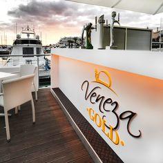 Проекты PORCELANOSA Grupo: стойка из материала Krion® в баре Veneza Gold в португальском регионе Альгарви