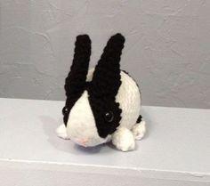 Amigurumi. Lief klein konijntje zonder vliegje op z'n neus ;)