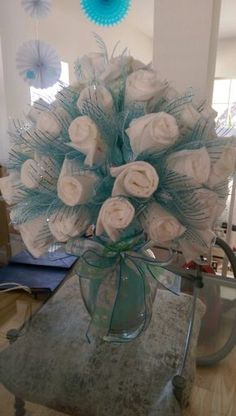Cheap and Easy Baby Shower Gifts for Boys - DIY Diaper Bouquet DIY Diaper Bouquet for Boys Baby Shower, Baby Shower Simple, Baby Shower Fun, Baby Shower Themes, Baby Showers, Baby Shower Crafts, Baby Shower Gifts For Boys, Baby Shower Decorations For Boys, Diy Diapers, Baby Shower Diapers
