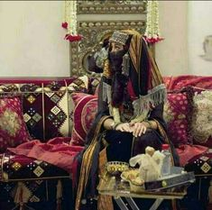 Yemen Women, Yemeni People, Wedding Hall Decorations, Face Veil, Afghan Dresses, Traditional Wedding Dresses, The Beautiful Country, Photo Quotes, Event Decor