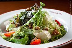 L Entrecôte de Paris (jantar)    Salade Classique  Mix de folhas verdes ao molho de mostarda dijon, nozes e tomate pêra