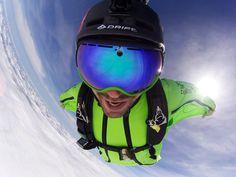 Volando a toda velocidad en #Wingsuit con la #Drift Ghost-S captando toda la acción y las mejores fotos. #LiveOutsideTheBox!