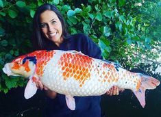 Beautiful girl and amazing koi carp Fishing Girls, Carp Fishing, Common Carp, Best Fishing Rods, Koi Carp, Angel Fish, Fish Tank, Fresh Water, Cool Photos