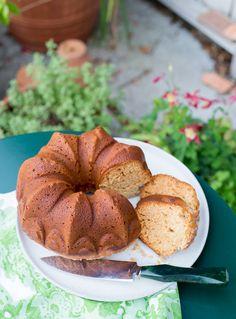 Honey Pound Cake, an easy recipe for a delicious bundt cake. Cupcake Recipes, My Recipes, Baking Recipes, Sweet Recipes, Dessert Recipes, Bundt Cake Pan, Pound Cake, Bundt Cakes, Chilean Recipes