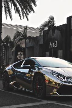 envyavenue:  Chrome Huracan | Photographer #LamborghiniHuracan