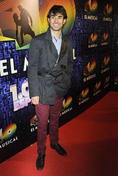 El actor Daniel Muriel en el estreno de '40 el musical' #música #cantantes