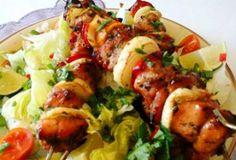 Mézes-chilis csirke saslik - salátával