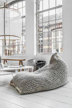 relaxliegen wohnzimmer gehäkelt holzboden rustikale einrichtungsideen