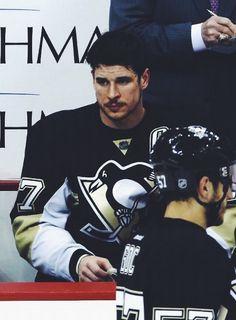Sad Sid Pittsburgh Penguins He looks like he needs an elimination hug or something. Pens Hockey, Ice Hockey, Hockey Baby, Hockey Stuff, Field Hockey, Pittsburgh Sports, Pittsburgh Penguins Hockey, Worst Injuries, Nhl Hockey Jerseys