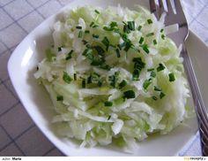Kedlubnový salát s okurkou recept - TopRecepty.cz Coconut Flakes, Low Carb Recipes, Salad Recipes, Potato Salad, Smoothie, Cabbage, Grains, Spices, Vegetables
