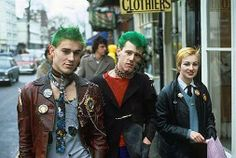 The journey from anarchy to tourist attraction is almost complete. The place of punk rock's birth in the King's Road in London, is now filled with. 70s Punk, Punk Goth, Photo Rock, Estilo Punk Rock, Les Aliens, Haha, Skin Head, Teddy Boys, Riot Grrrl