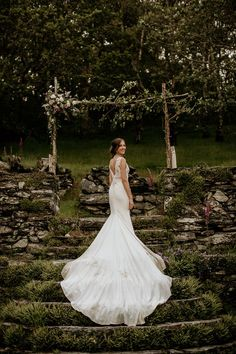 We are swooning over the dramatic train on this bride's gown | Image by Elena Popa Photography