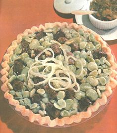"""Retro cookbook: lima bean and sausage """"pie."""" Just kinda threw up in my mouth. Gross Food, Weird Food, Scary Food, Bad Food, Sausage Pie, Beans And Sausage, Vintage Recipes, Vintage Food, Funny Vintage"""