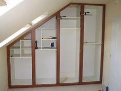A képen látható beépített szekrény  tervezéséhez a megrendelőtől szabad kezet kaptam. Legfőbb célom egy olyan, inkább a különleges kategóriá...