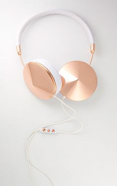Love these rose gold trimmed Frends headphones