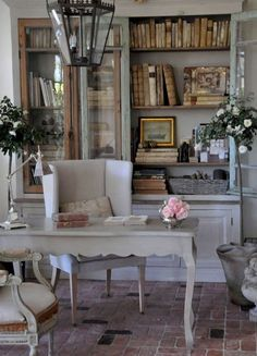 Home Office Library French Country Cottage French Country Living Room, French Country Cottage, French Country Style, Cottage Chic, Cottage Office, Cottage Living, Farmhouse Office, Country Charm, Modern Country