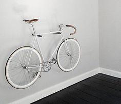 78 Diferentes soportes para guardar la bicicleta en casa Bicycle Hanger, Bike Hooks, Bike Shelf, Bike Rack, Bike Wall Mount, Range Velo, Ideas Aniversario, Bicycle Tires, Bicycle Wheel