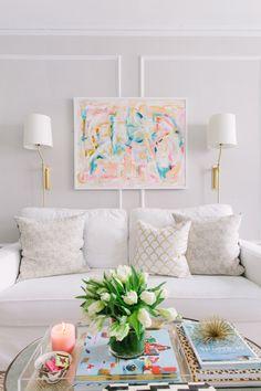 Un #salon à la #déco lumineuse !  #pastel #couleur #blanc #tendance http://www.m-habitat.fr/par-pieces/salon-et-salle-a-manger/idees-deco-pour-votre-salon-2636_A