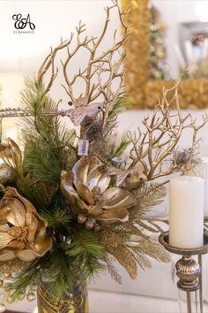 Christmas Floral Arrangements, Xmas Decorations, Diy Bedroom Decor, Home Decor, Merry Christmas, Christmas Ideas, Seasons, Holidays, Gold