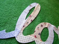 Quilt Taffy: Adding Words to Your Quilt Back Quilting Tips, Quilting Tutorials, Hand Quilting, Machine Quilting, Quilting Projects, Quilting Designs, Crazy Quilting, Sewing Tutorials, Backing A Quilt