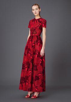 Valentino - Fall 2015 Woman - Look 63 of 225 Red Fashion, Fashion Looks, High Fashion, Fashion Ideas, Modest Dresses, Cute Dresses, Long Dresses, Dream Dress, I Dress