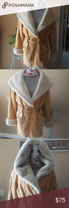 😍Vintage leather Wilson's winter coat Taking offers!. Dry clean wouldnt hurt.  The fur around the color shows shading because of the lighting. Imperfections pictured. Ask questions.🤗  Perfect for winter.😧 Wilsons Leather Jackets & Coats Trench Coats