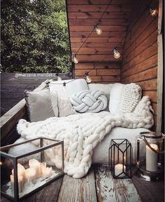 Best Rooftop Garden Decoration Ideas - Page 6 of 33 rooftop Best Rooftop Garden Decoration Ideas - Page 6 of 33 rooftop Gardening Salvaged Wood Rustic Coffee Table Home Decor Bedroom, Home, Bedroom Interior, Cozy House, Easy Home Decor, Dream Rooms, Interior Design, Apartment Balcony Decorating, Room Decor
