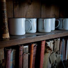 Vieux livres et café